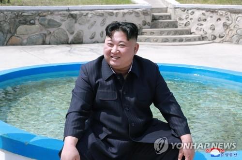 김정은, 공군부대서 전투비행 지도…'집권2기' 등극후 첫 시찰