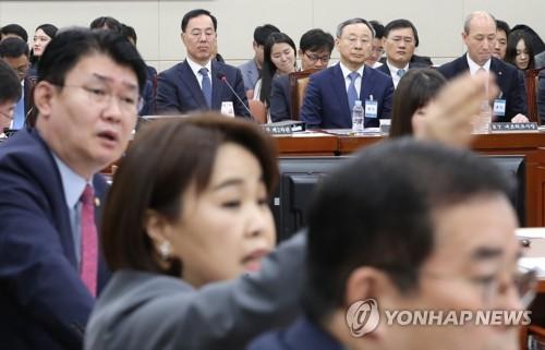 여야, KT청문회서 '채용비리'·'증인 불출석' 놓고 티격태격
