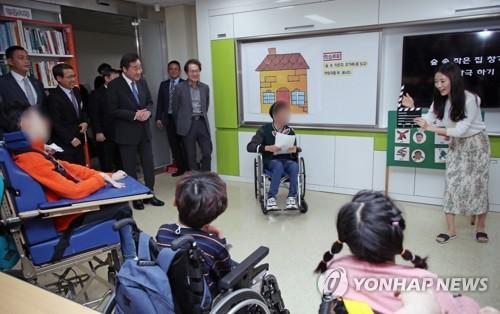 아직도 선생님 없는 장애학생들…특수교사 법정정원보다 태부족