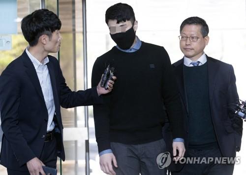 '마약 투약' 버닝썬 이문호 대표 검찰 송치…질문엔 묵묵부답