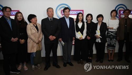 """이총리, 세월호 영화 '생일' 관람…""""인생에 대한 이해 도와줘"""""""