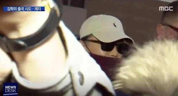 폭력 등의 의혹을 받고 있는 김학의 전 법무부 차관이 23일 새벽 인천공항에서 태국으로 출국을 시도하다 긴급 출국금지 조치가 내려져 공항 청사를 빠져나오고 있다.  사진=MBC뉴스데스크 화면캡처