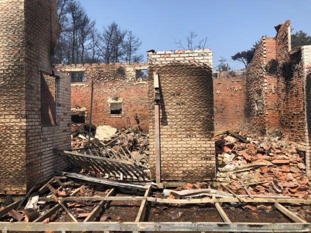 불타버린 고성의 한 주택 (사진=연합뉴스)