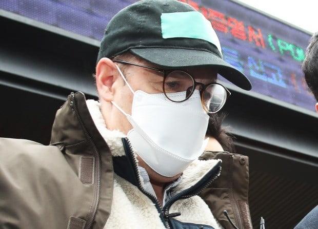 영장실질심사 위해 경찰서 나오는 로버트 할리 (사진=연합뉴스)