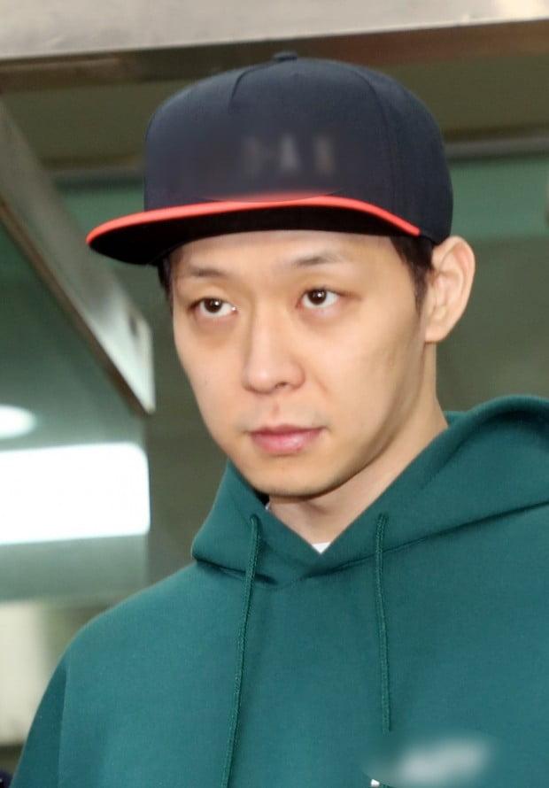 두 번째 경찰 조사 마치고 나오는 박유천 /사진=연합뉴스