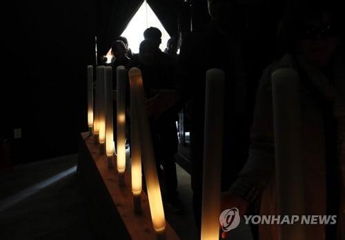 """'세월호 5주기' 주말 광화문 찾은 시민들 """"우리가 기억할게요"""""""