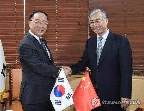 홍남기, 주한중국대사 면담…전기차 보조금·유커문제 논의