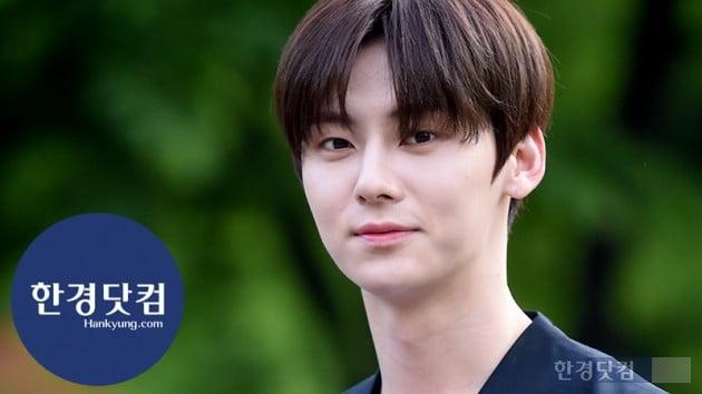[HK영상] 뉴이스트 민현, 저런 얼굴이면 무슨 기분일까요?…'진짜 잘생겼다' (세로직캠)