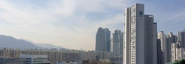서울 대치동 '래미안퍼스티지(오른쪽)'와 '타워팰리스'. 전형진 기자