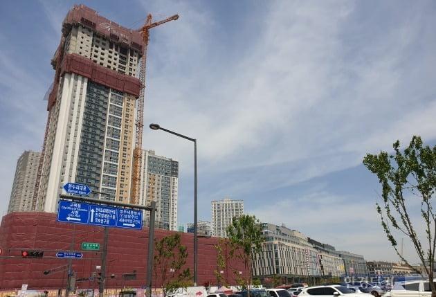 공사가 한창인 세종시 아파트들. (사진 김하나 기자)