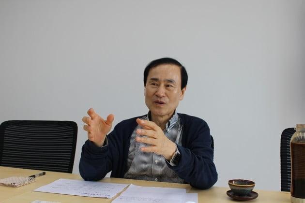 """中 '메모리 굴기' 무산…""""삼성전자, 최소 30년 독주"""""""