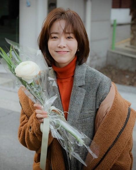 '봄밤' 한지민-정해인 촬영장 활력 더하는 '카메라 밖 1인치'