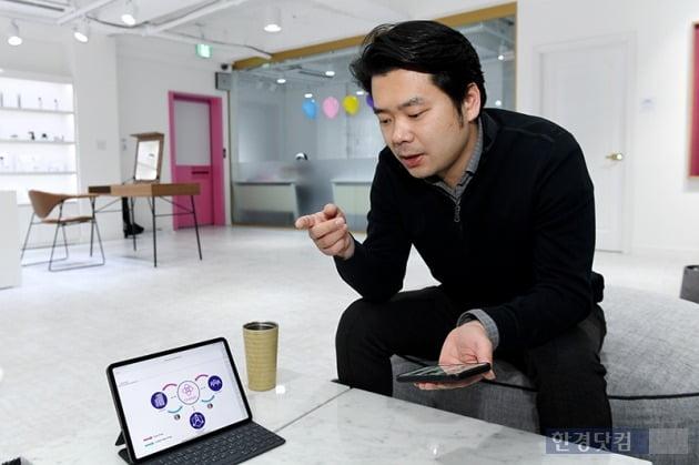 송 대표가 코스모체인 서비스에 대해 설명하고 있다. / 사진=최혁 기자