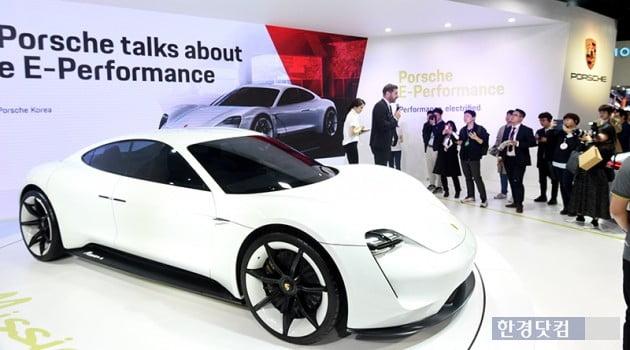 포르쉐, 내년 초 첫 전기차 '타이칸' 국내 공개…인프라 구축 속도