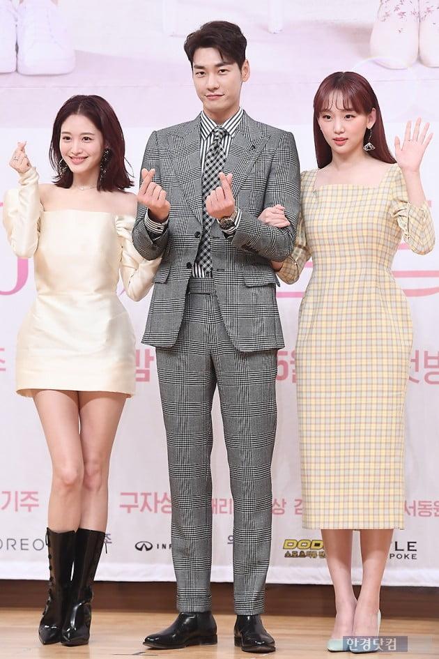 [포토] 김영광, '김재경-진기주 사이에서 하트~'