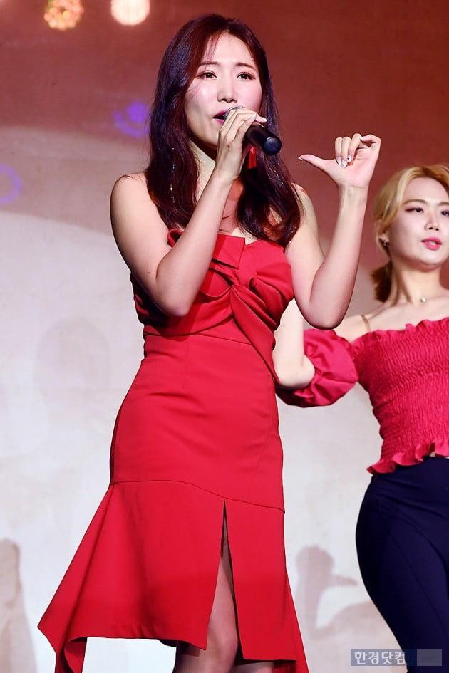 [포토] 엄소영, '빨간 원피스 입고 우아하게~'