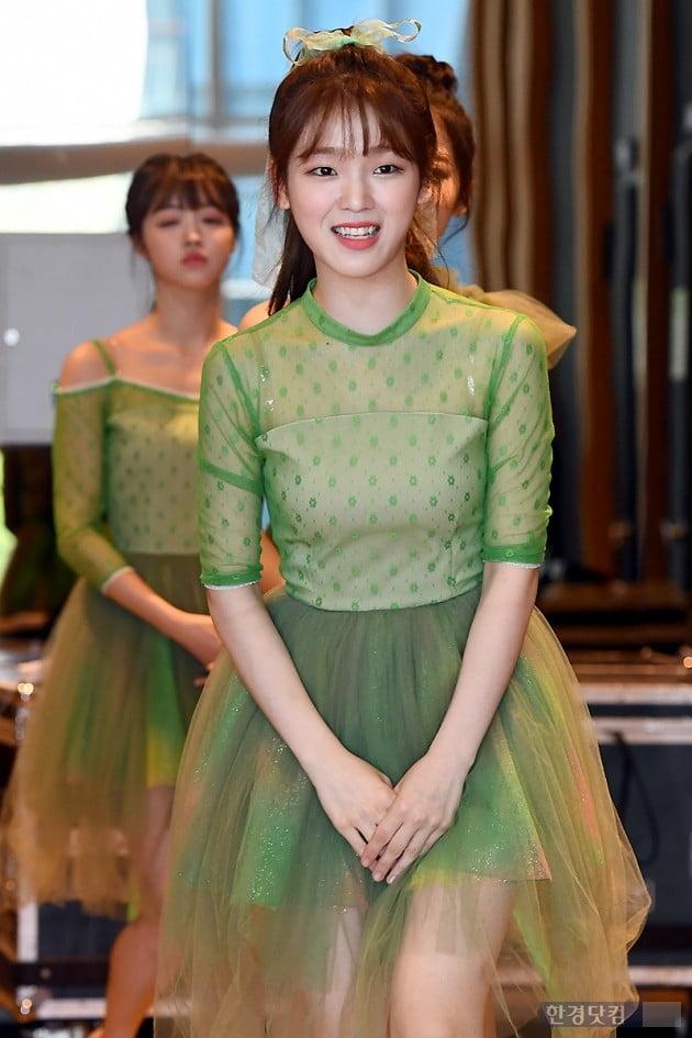 [포토] 오마이걸 승희, '예쁜 미소지으며 등장~'