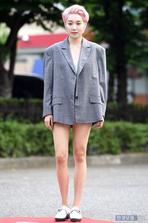 [포토] 나인, '재킷보다 짧은 핫팬츠 입고 각선미 과시'
