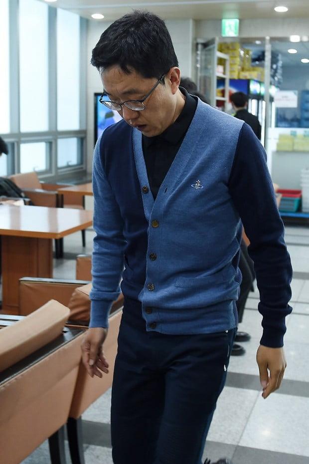 [포토] '유시민 모친상' 빈소 찾은 김제동