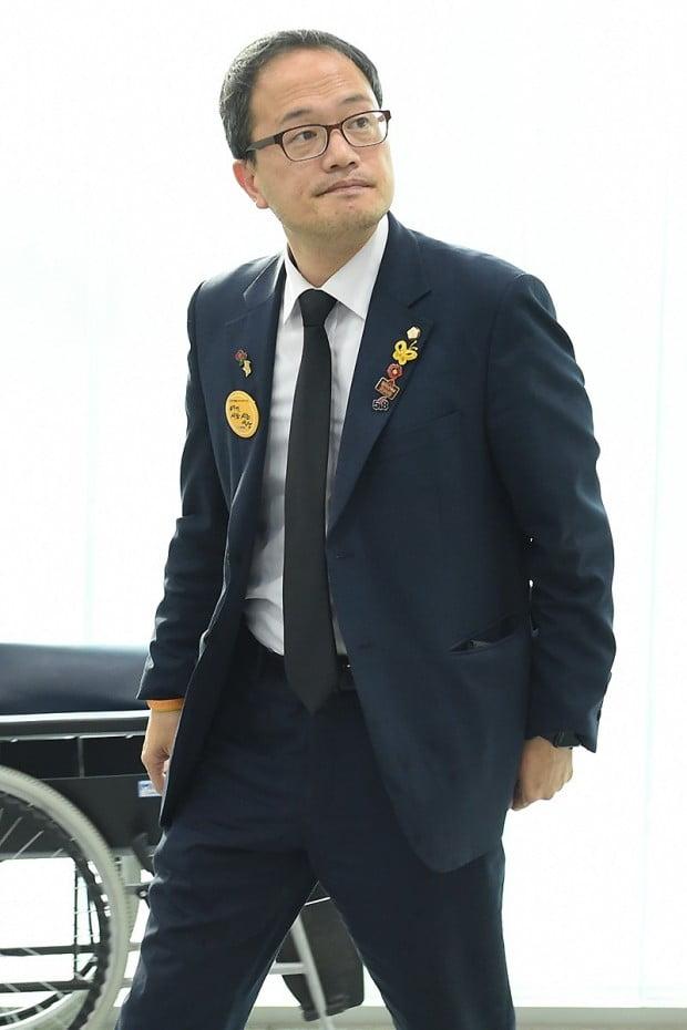 [포토] 유시민 이사장 모친 빈소 찾은 박주민 의원