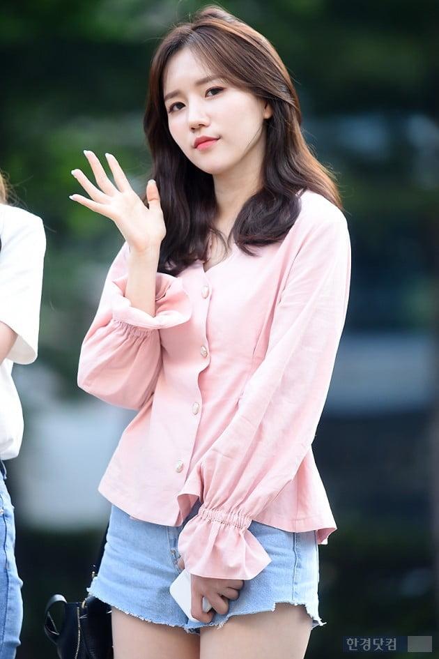 [HK영상] 러블리즈, 한층 더 사랑스러워진 소녀들…'예쁘네~'(뮤직뱅크 출근길)