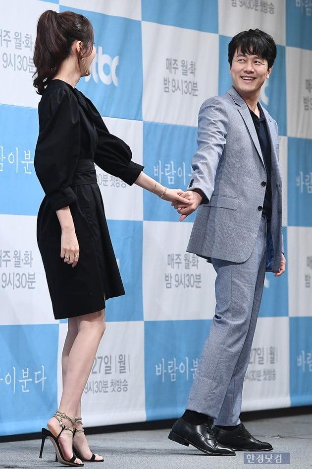 [포토] 감우성, '김하늘 향한 다정한 눈빛~'