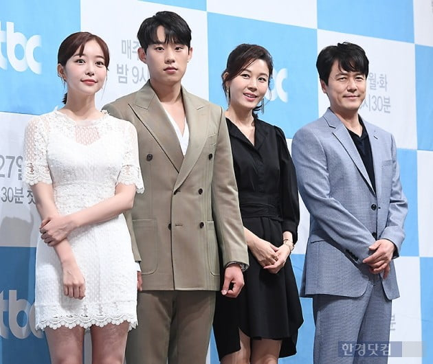 [포토] 김가은-김성철-김하늘-감우성, '바람이 분다' 사랑해 주세요~