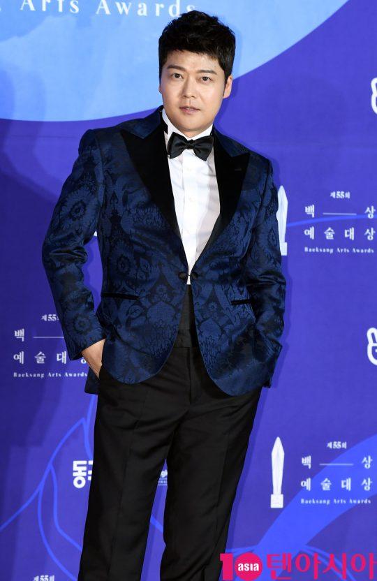 전현무가 1일 오후 서울 삼성동 코엑스에서 열린 제55회 백상예술대상 레드카펫 행사에 참석했다. / 조준원 기자 wizard333@