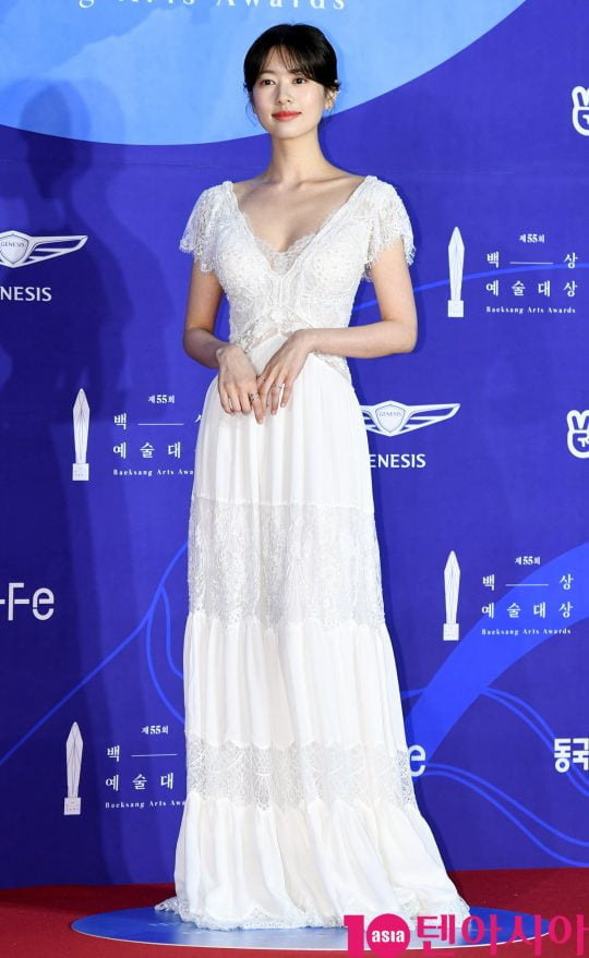 정소민이 1일 오후 서울 삼성동 코엑스에서 열린 제55회 백상예술대상 레드카펫 행사에 참석하고 있다.