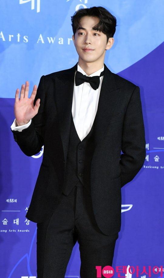 남주혁이 1일 오후 서울 삼성동 코엑스에서 열린 제55회 백상예술대상 레드카펫 행사에 참석하고 있다.