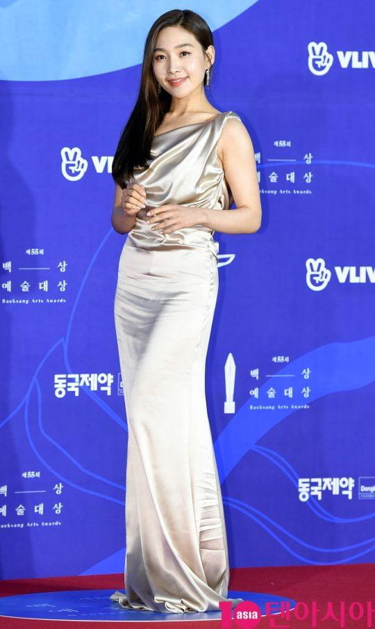 최희서가 1일 오후 서울 삼성동 코엑스에서 열린 제55회 백상예술대상 레드카펫 행사에 참석하고 있다.