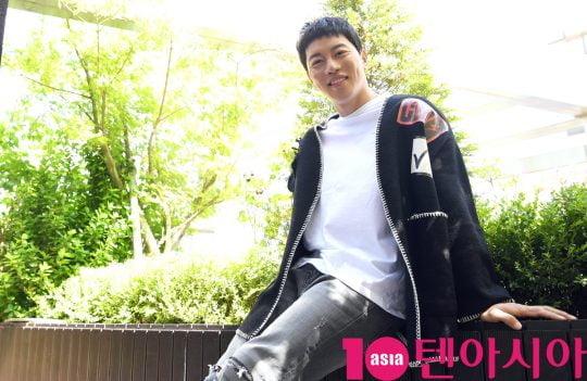 SBS드라마 '열혈사제'에서 열연한 배우 음문석이 최근 서울 중구 청파로 한경텐아시아 스튜디오에서 인터뷰를 갖기에 앞서 미소를 짓고 있다.