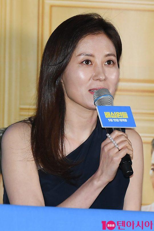 배우 문소리가 2일 오후 서울 용산CGV 아이파크몰에서 열린 영화 '배심원들' 언론시사회에 참석해 인사말을 하고 있다.