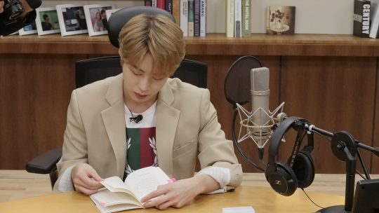 EBS FM '아이돌이 만난 문학'에 참여한 하성운./사진제공=EBS
