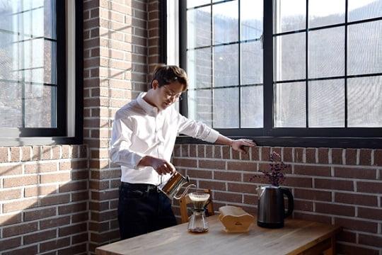 스페셜티 커피 로스터 '빈스 아카데믹스' 홍보모델 토니안 (사진=빈스 아카데믹스 제공)