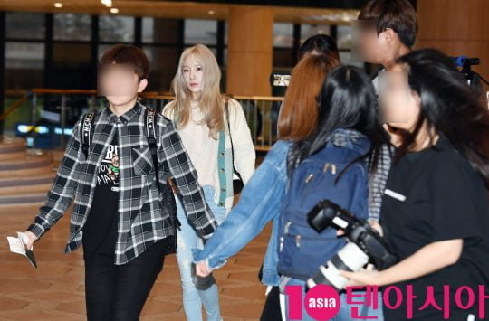 소녀시대 태연이 8일 오후 솔로 투어 TAEYEON JAPAN TOUR 2019~Signal~ 참석차 김포국제공항을 통해 일본으로 출국하고 있다.