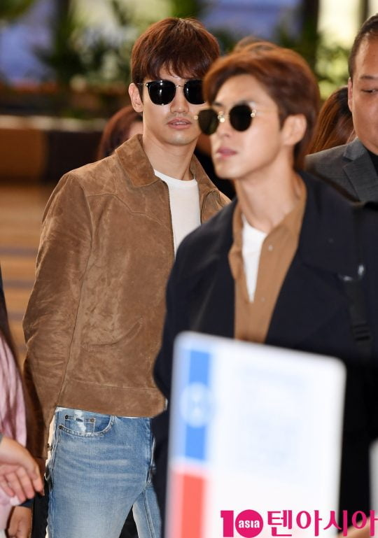 그룹 동방신기(유노윤호,최강창민) 최강창민이  9일 오전 일본일정 참석차 김포국제공항을 통해 일본으로 출국하고 있다.