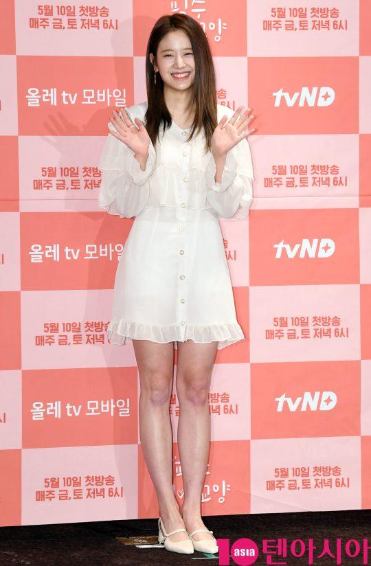 프로미스나인 장규리가 10일 오후 서울 여의도 켄싱턴호텔에서 열린 tvN D의 새 웹드라마 '필수연애교양' 제작발표회에 참석하고 있다.