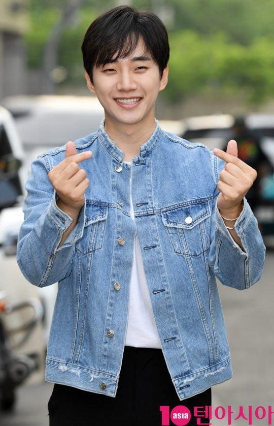 배우 이준호가 12일 오후 서울 상암동 한 음식점에서 열린 tvN 토일드라마 '자백' 종방연에 참석하고 있다.