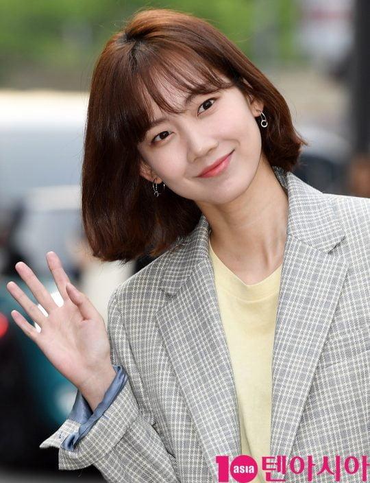 배우 신현빈이 12일 오후 서울 상암동 한 음식점에서 열린 tvN 토일드라마 '자백' 종방연에 참석하고 있다.
