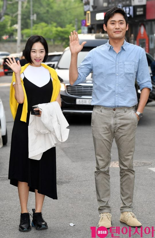 배우 송유현과 최대훈이 12일 오후 서울 상암동 한 음식점에서 열린 tvN 토일드라마 '자백' 종방연에 참석하고 있다.