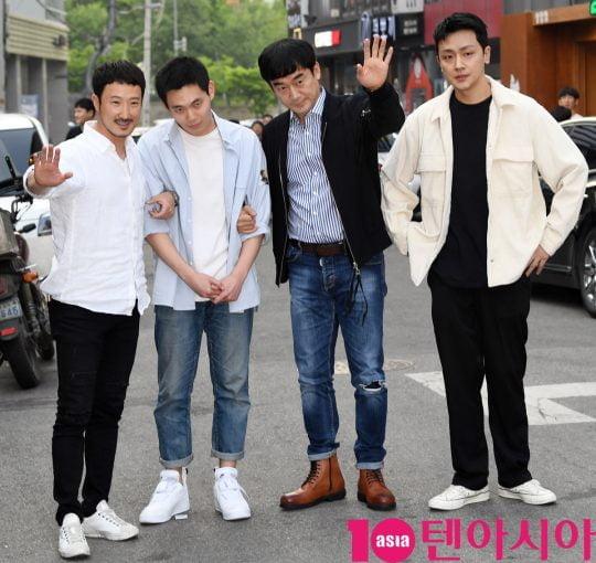 배우 전두현,류경수,정희태,장재호가 12일 오후 서울 상암동 한 음식점에서 열린 tvN 토일드라마 '자백' 종방연에 참석하고 있다.