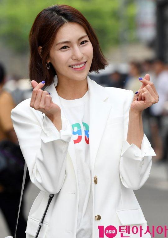 배우 김정화가 12일 오후 서울 상암동 한 음식점에서 열린 tvN 토일드라마 '자백' 종방연에 참석하고 있다.