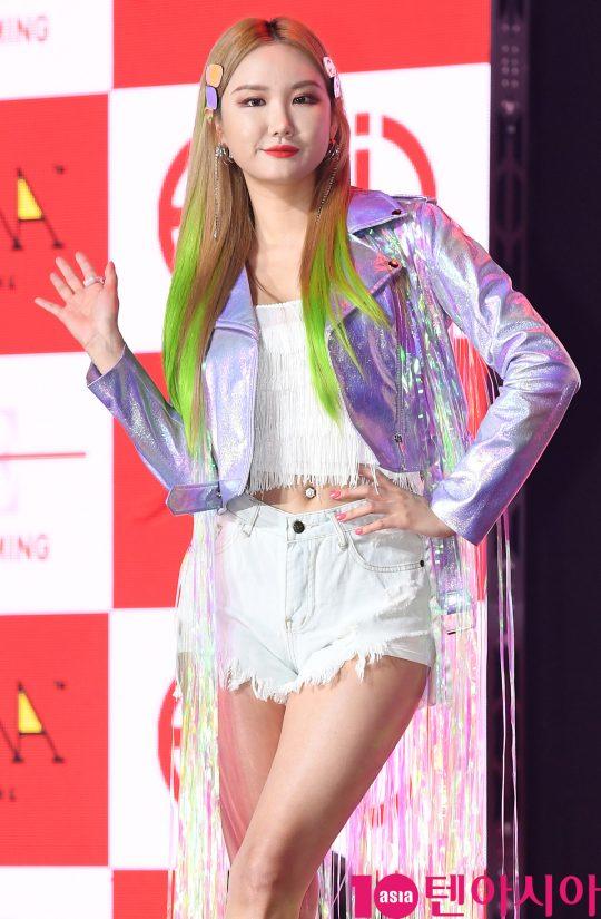 걸그룹 EXID(솔지, LE, 하니, 혜린, 정화) LE가 15일 오후 서울 한남동 블루스퀘어에서 열린 다섯번째 미니앨범 '위(WE)' 쇼케이스에 참석하고 있다.