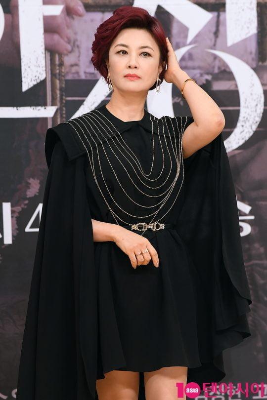 소매치기였던 과거를 숨기고 돈 잘 버는 사업가가 된 왕수진 역의 배우 김혜선. /이승현 기자 lsh87@