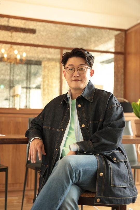 오는 23일 새 미니음반 '프리뷰'를 발표하는 가수 김현철. / 사진제공=FE엔터테인먼트