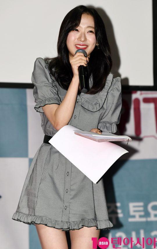 에이프릴 진솔이 17일 오전 서울 서초동 흰물결아트센터에서 열린 '셀럽티비와 TV조선이 함께하는 여행 예능프로그램 '일단 같이 가!' 제작발표회에 참석하고 있다.