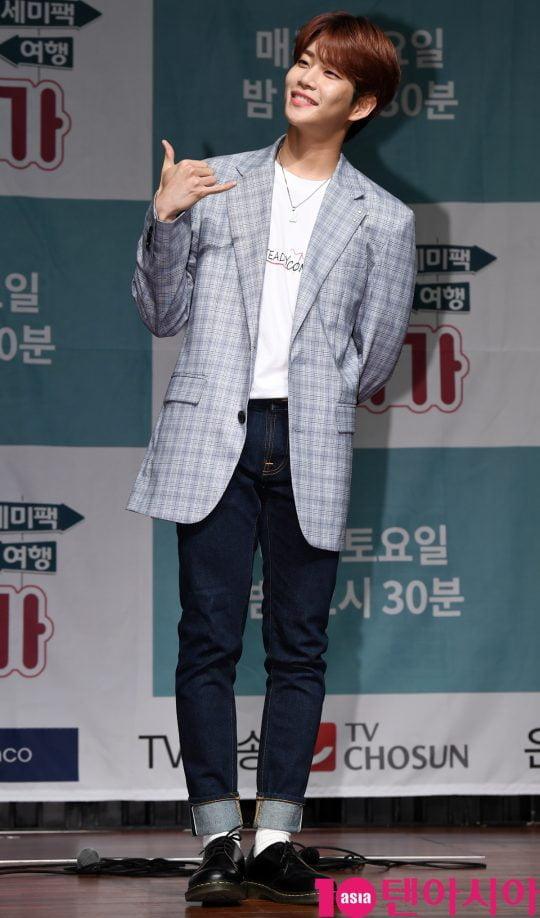 아스트로 MJ가 17일 오전 서울 서초동 흰물결아트센터에서 열린 '셀럽티비와 TV조선이 함께하는 여행 예능프로그램 '일단 같이 가!' 제작발표회에 참석하고 있다.