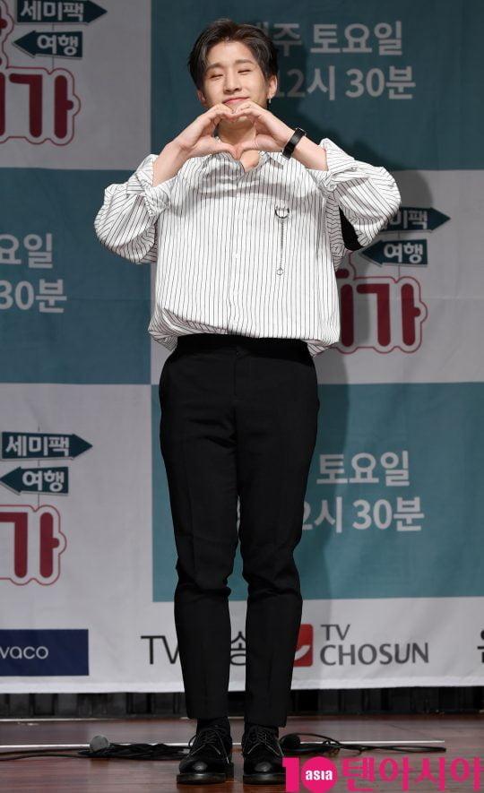 아스트로 진진이 17일 오전 서울 서초동 흰물결아트센터에서 열린 '셀럽티비와 TV조선이 함께하는 여행 예능프로그램 '일단 같이 가!' 제작발표회에 참석하고 있다.