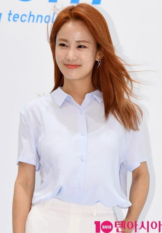 개그우먼 김지민이 17일 서울 신천동 롯데월드몰에서 열린 '유니클로(UNIQLO) COOL~에어리즘 데이 포토행사에 참석하고 있다.